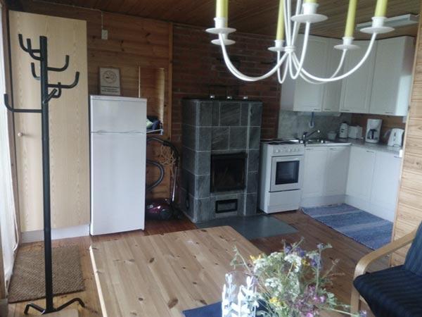 Pikkumökki Sorjosen lomamökit tuvasta keittiöön