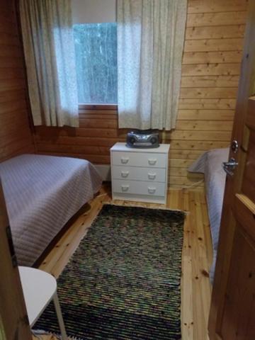 Jukka-mökki alakerran makuuhuone, Sorjosen lomamökit Sulkava