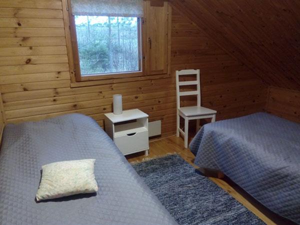 Jukka-mökki yläkerran makuuhuone, Sorjosen lomamökit, Sulkava