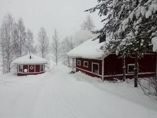 Jukka-mökki piha talvella, Sorjosen lomamökit Sulkava
