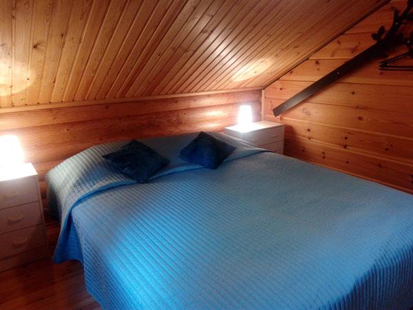 Tuula-mökki yläkerran makuuhuone, Sorjosen lomamökit Sulkava