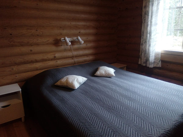 Tuula-mökki alakerran makuuhuone, Sorjosen lomamökit Sulkava
